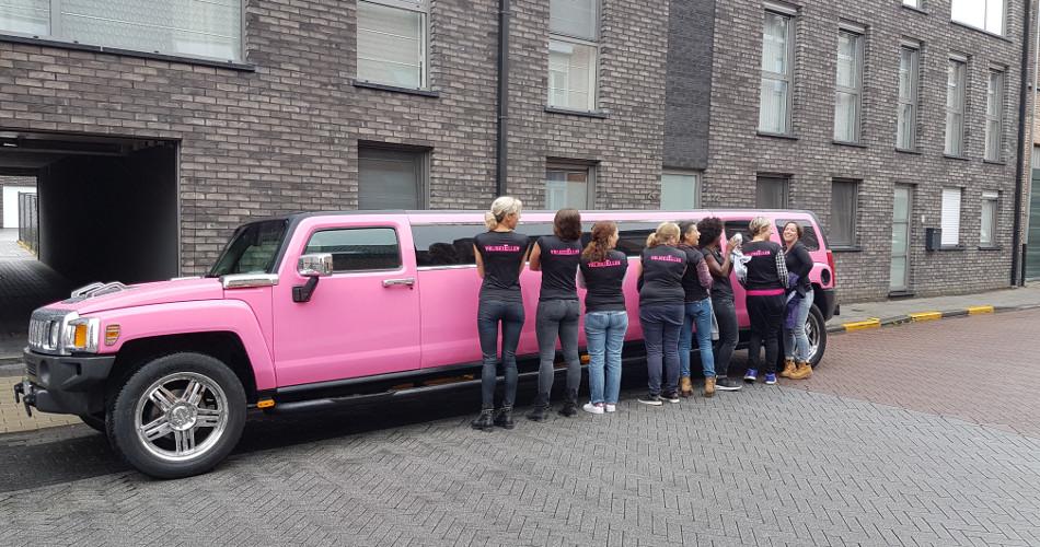 the pink limo roze hummer limousine huren antwerpen brussel Roze Limousine.htm #13